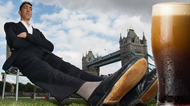 The world's tallest living man, Sultan Kosen, poses in London in 2010 for a Guinness World Records ceremony. Dan Kitwood/Lee Rogers/Getty Images