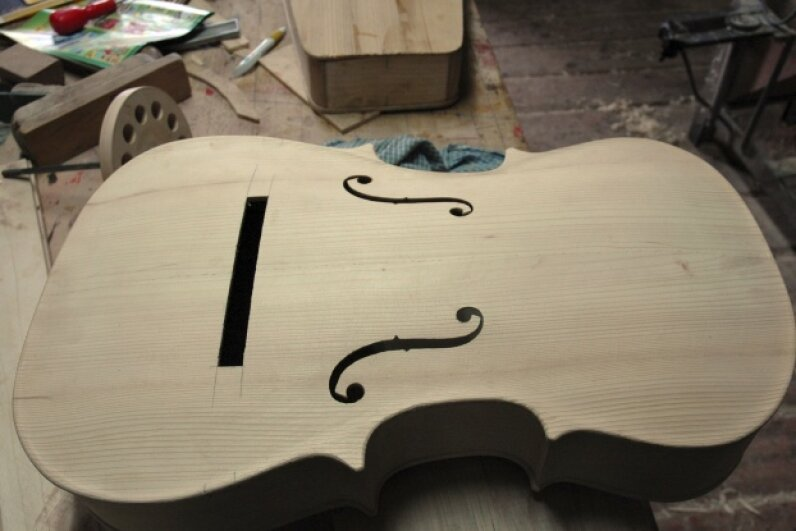 The air moving inside a cello is what gives it its sound. © arkadiuszkomski/iStock/Thinkstock
