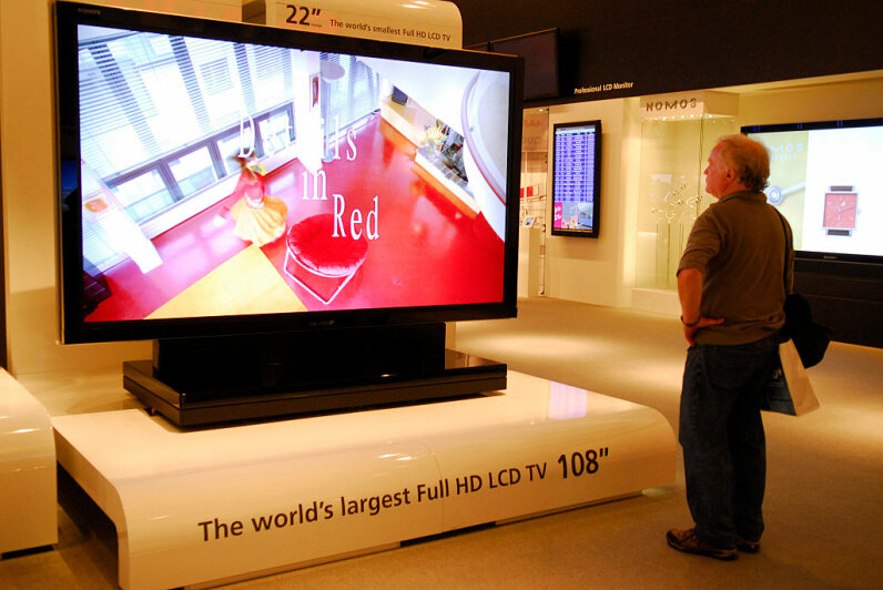 A man checks out the world's largest HD LCD TV at a convention in Berlin. Plasma TVs are now very common. snapshot-photography/ullstein bild via Getty Images
