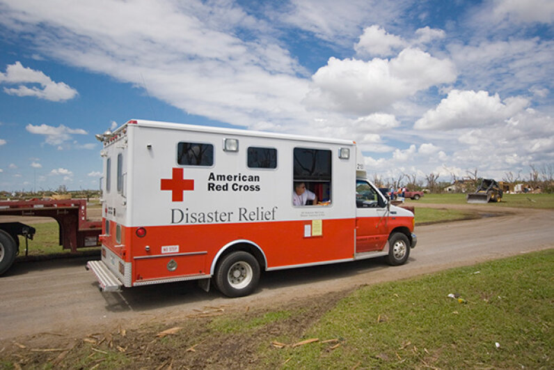 An American Red Cross (ARC) volunteer hands out water to Greensburg, Kansas locals after a tornado destroyed their town in 2007. While the ARC has done a lot of good work, it's also been criticized for mismanagement in recent years. © Mike Theiss/Ultimate Chase/Corbis