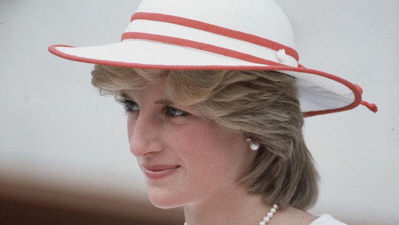 Diana, tour