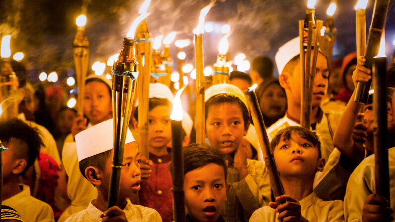 children celebrate Ramadan