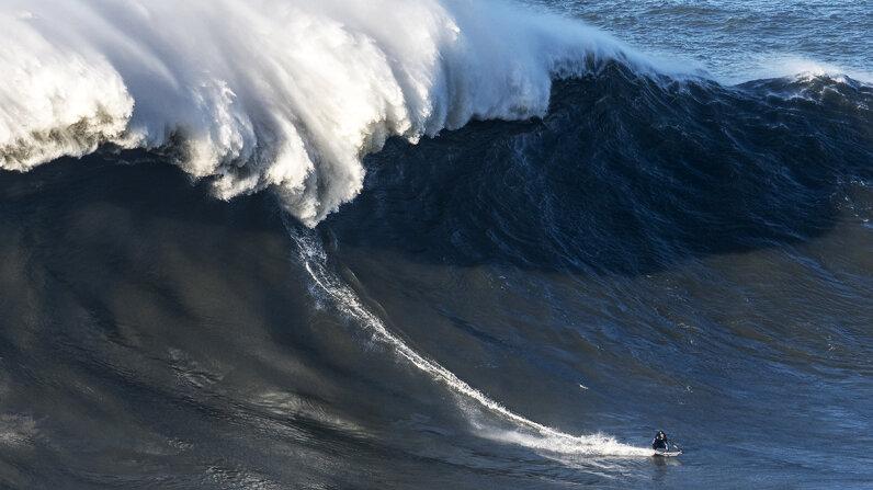 big wave surfing Nazaré, Portugal