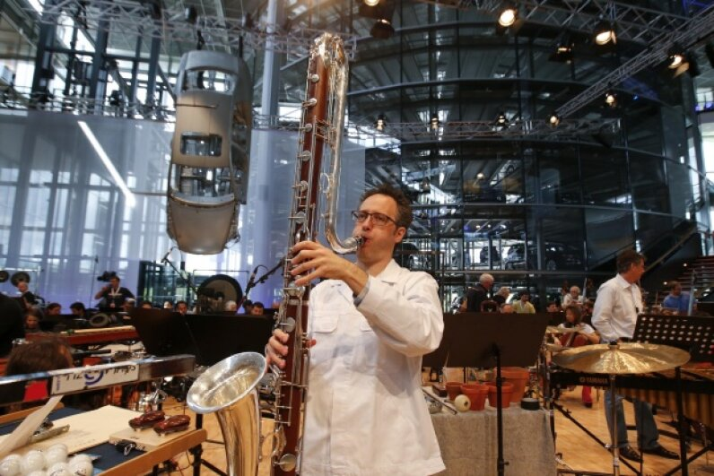 You know you have an unusual factory when the New York Philharmonic wants to perform there. The orchestra incorporated original car parts from the VW Phaeton as percussion instruments during their rendition of 'Kraft.' © Fabrizio Bensch/Reuters/Corbis