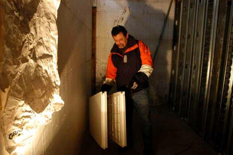 Housing developer Scott Chrisner demonstrates the ICF wall, special foam-insulation blocks with concrete poured inside. © Marko Georgiev/Star Ledger/Corbis