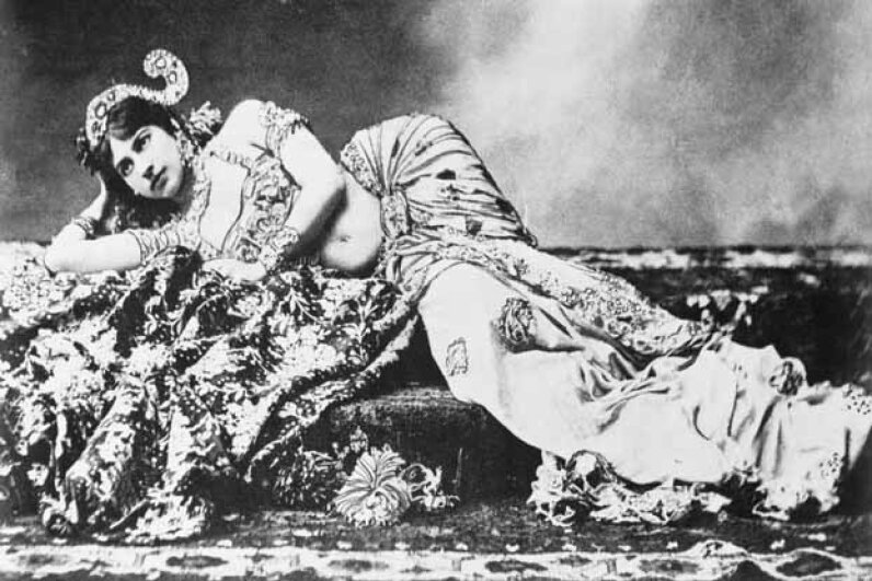 Mata Hari in her exotic dancer days. © Bettmann/CORBIS