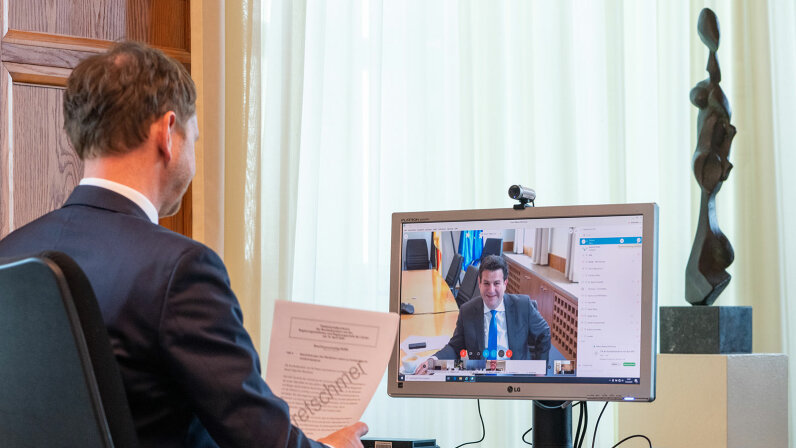 Michael Kretschmer, video conference call