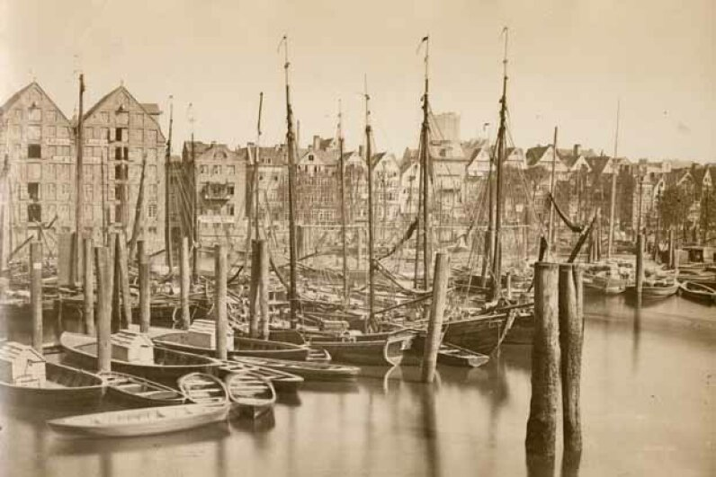 Warehouses on the River Elbe in Hamburg, Germany around the time residents suffered a cholera epidemic that killed 7,500. Hulton Archive/Getty Images