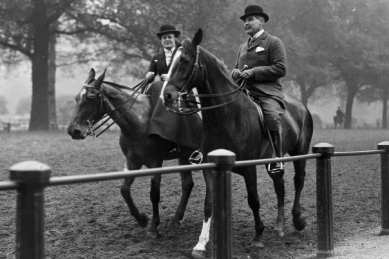 A couple rides horses in 1913 in Hyde Park, from which the circus supposedly got its name. Hulton Archive/Getty Images