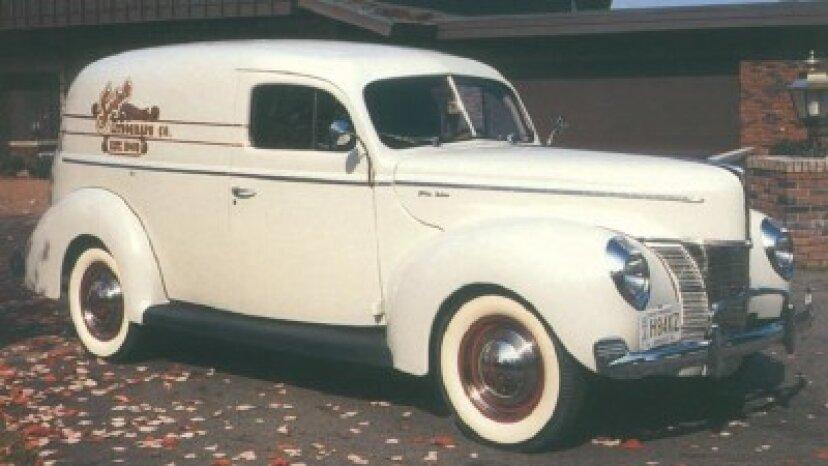 1940年のフォードセダン配達