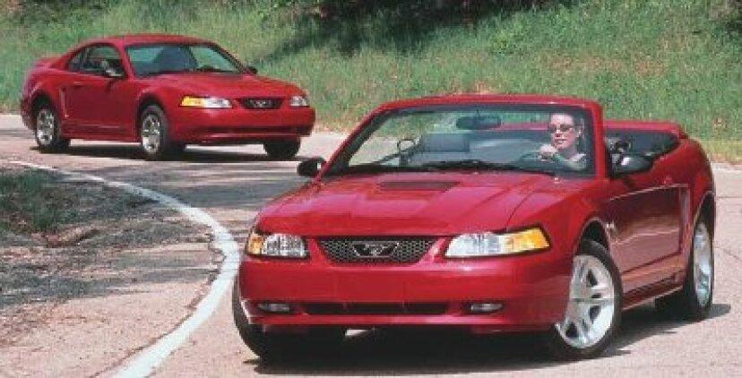 1999、2000、2001、2002、2003、2004フォードマスタング