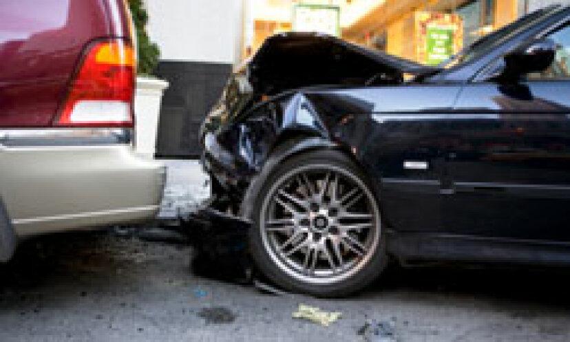 5つの一般的な自動車保険詐欺(およびそれらを回避する方法)