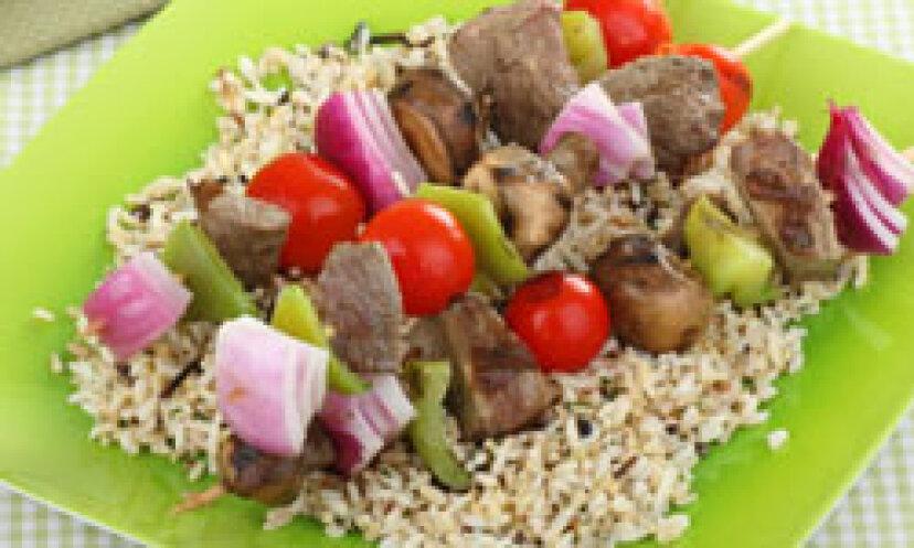 Kabobs:5つの簡単で健康的で楽しいレシピ