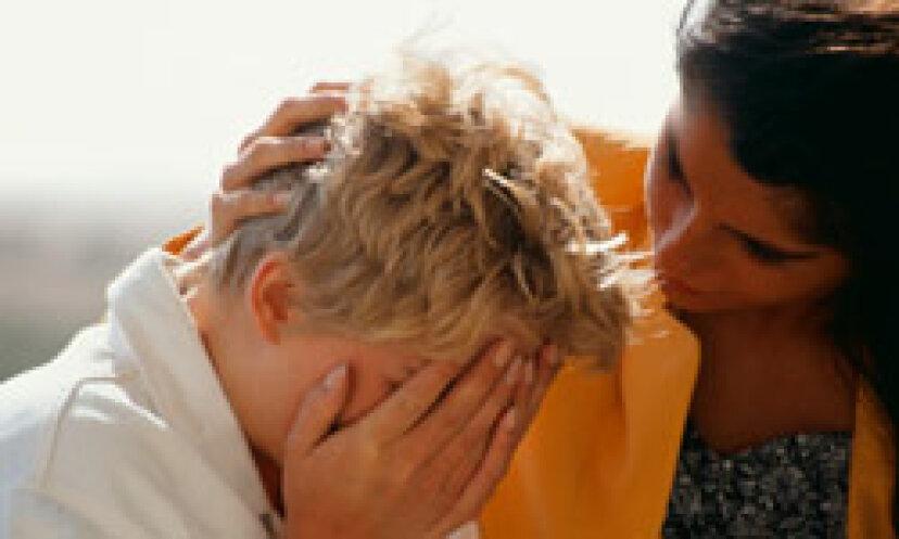 虐待を受けている人を助ける 5 つの方法