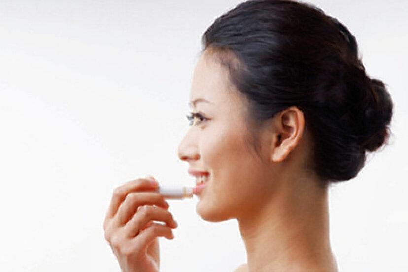 クイックヒント:唇の太陽の水ぶくれを治療するための5つのヒント