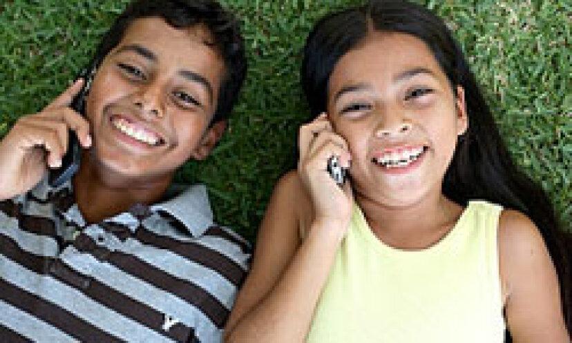 あなたの子供を彼らの携帯電話から遠ざける5つの方法