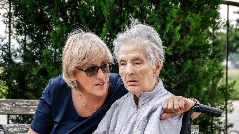 daughter and mother with Alzheimer's