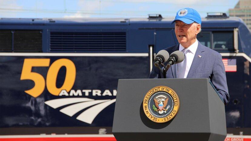 Biden veut 80 milliards de dollars pour le service ferroviaire, mais en vaut-il la peine?
