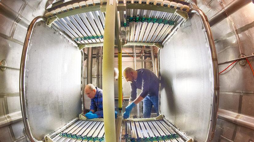 深部地下ニュートリノ実験はどのように機能するか