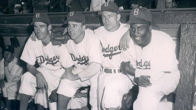 ジャッキーロビンソンは本当に野球の色の障壁を破りましたか?