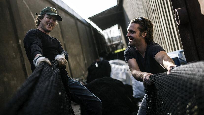 パタゴニアの帽子でチリの海岸を窒息させていた海洋プラスチック
