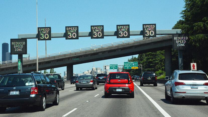 可変速度制限は混雑と事故を減らすことができます