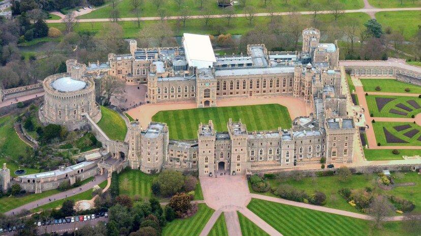 城と宮殿の違いは何ですか?