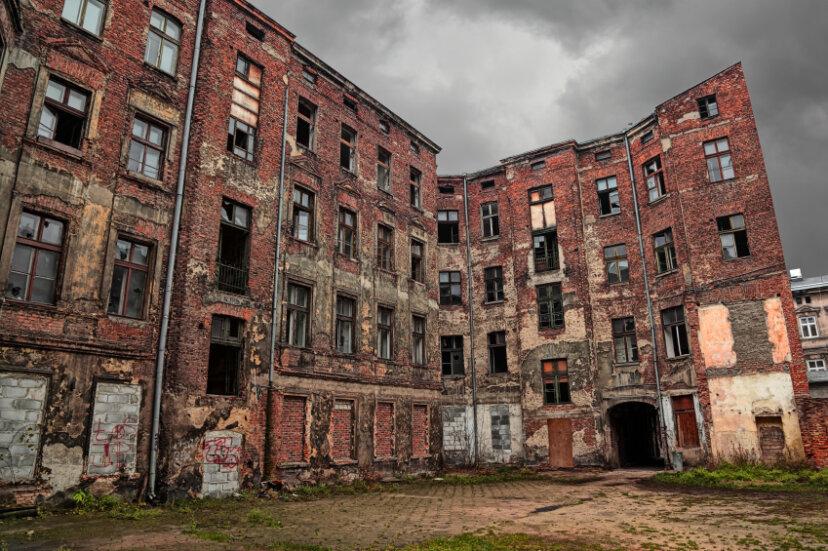 放棄された建物を探索することは合法ですか?