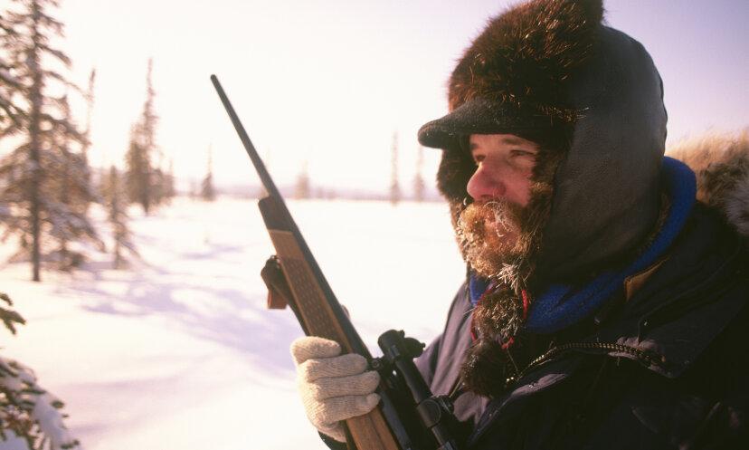 ナイフや銃はアラスカの荒野で私に役立つでしょうか?