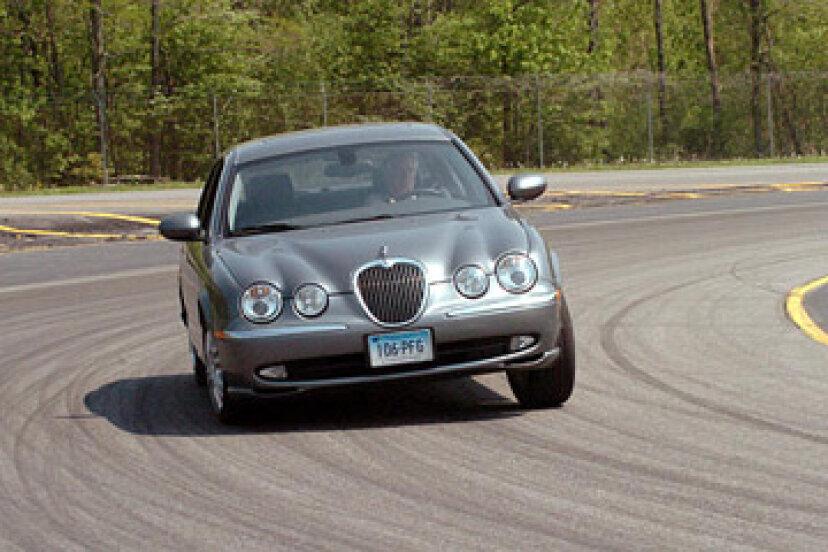 自動車メーカーはどのようにして長期耐久性をテストしますか?