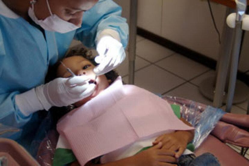 乳歯の虫歯は埋める必要がありますか?