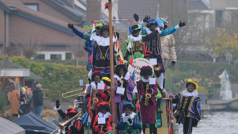 Zwarte Piet, Black Peter arriving by boat