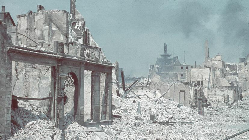 Wie Hitlers Blitzkriegstaktik die Alliierten im Zweiten Weltkrieg schockierte