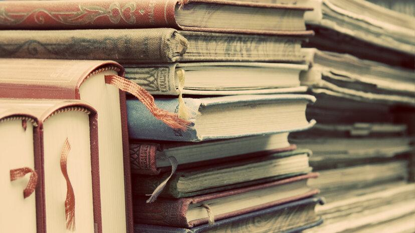 研究者は古い本の匂いを壊す匂いの輪を作ります