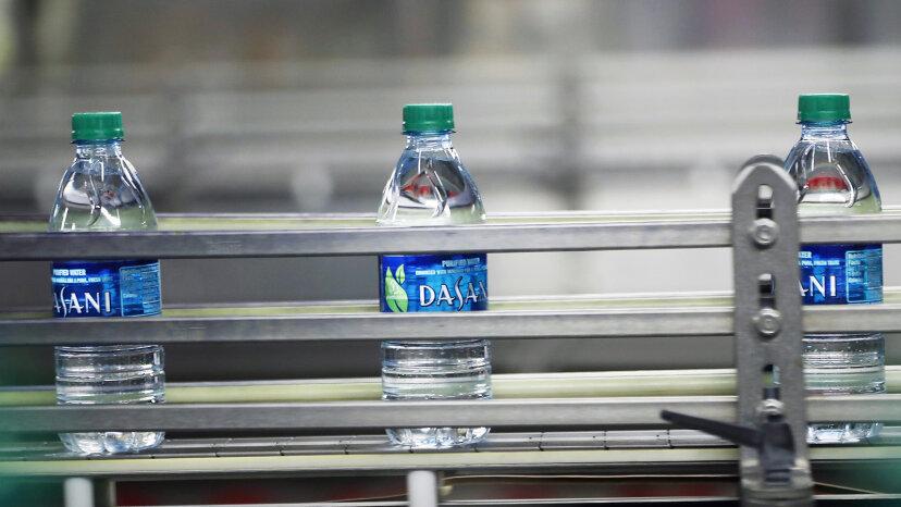 水は無料です。なぜアメリカ人は瓶詰めのものに数十億を費やすのですか?