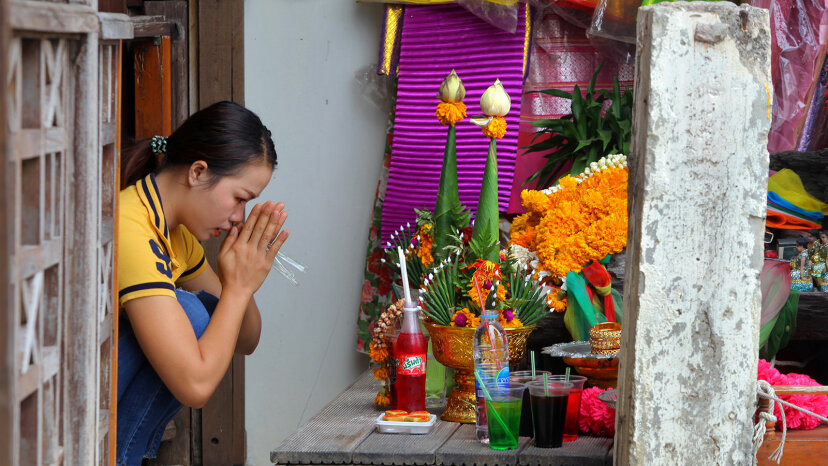 Thai woman, pray