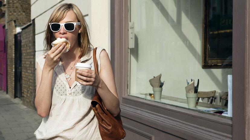 カフェインは食欲を増加させますか、または減少させますか?