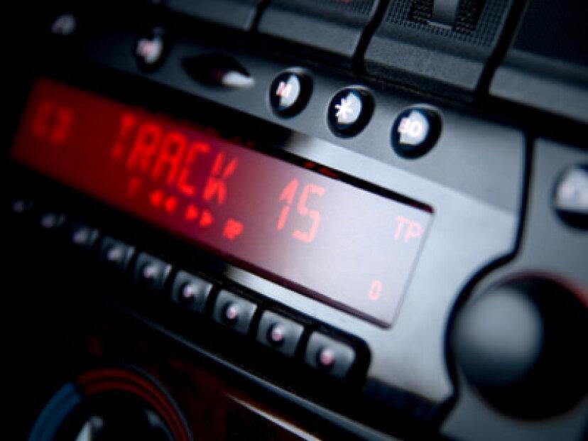 車のオーディオシステムから最高のサウンドを引き出すにはどうすればよいですか?