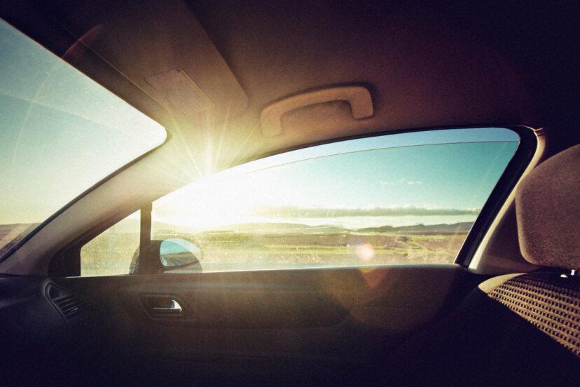 車内は夏に有毒になりますか?