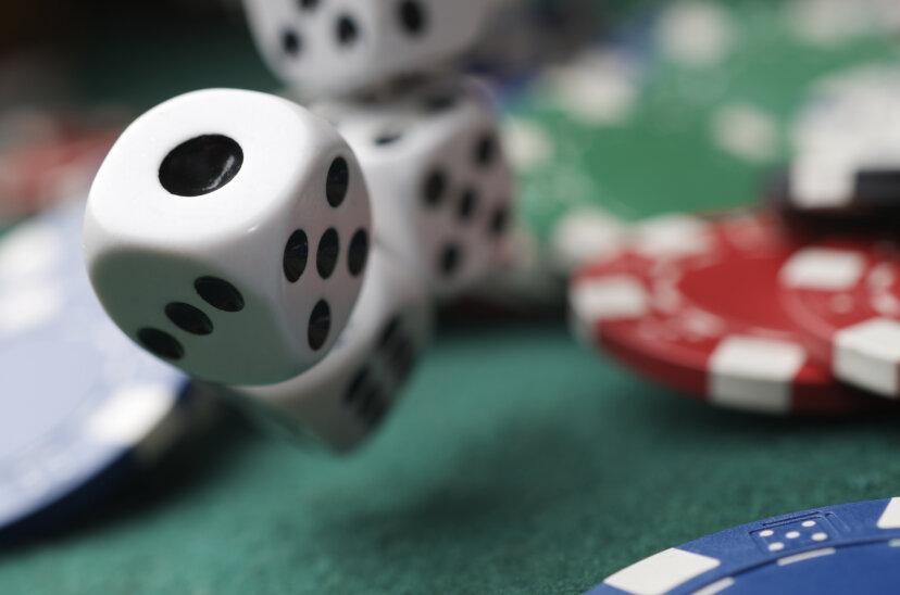 彼らはどのようにカジノのサイコロをテストしますか?