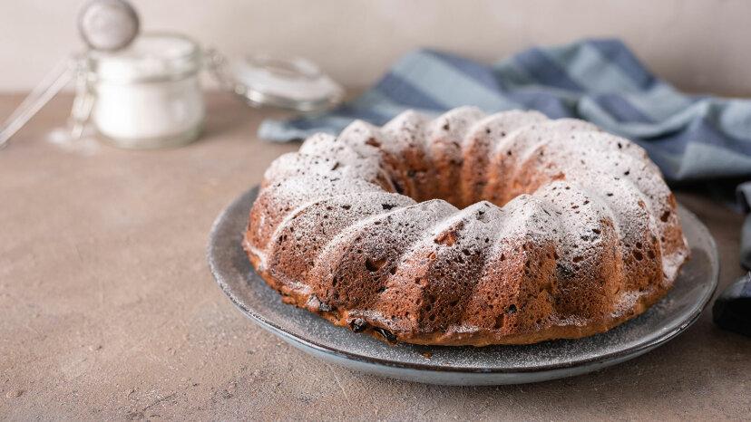 Caster sugar, raisin cake