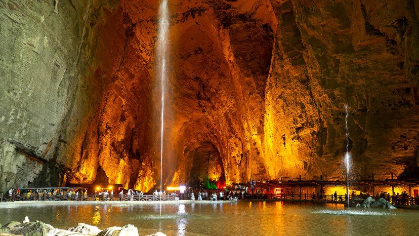 洞窟と洞窟の違いは何ですか?