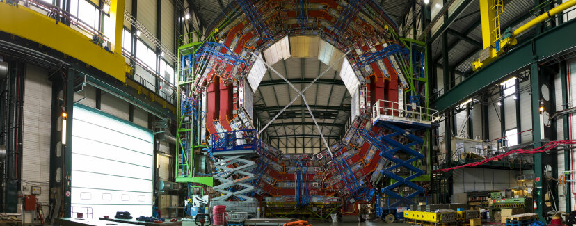 CERNはどのようにタイミングデバイスを同期しますか?