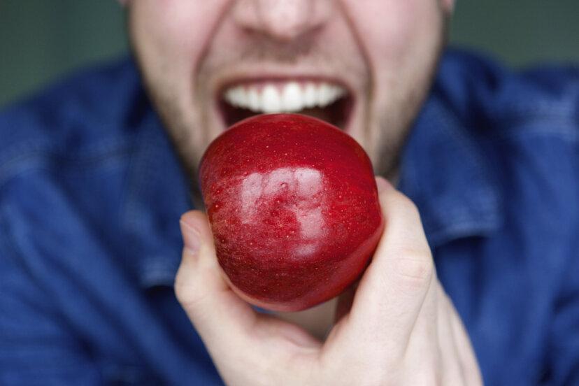 あなたは本当に飲み込む前にあなたの食べ物を32回噛むべきですか?