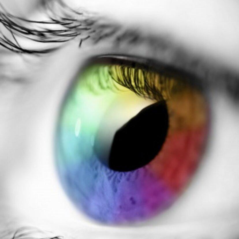 なぜ人々はフラッシュ写真で赤い目をしているのですか?