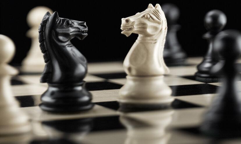 どのコンピューターがチャンピオンのチェスプレーヤーを打ち負かしましたか?
