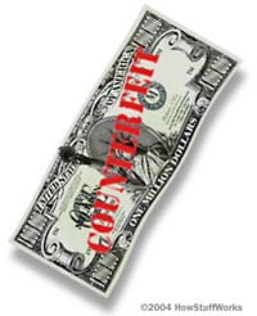 私の友人は、偽造紙幣は「感じる」方法で伝えることができると言っています。これは可能ですか?