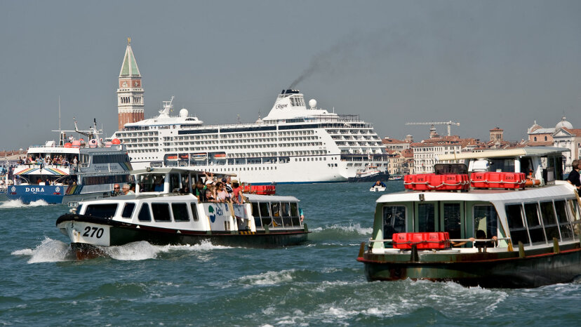 COVID-19 여부에 관계없이 많은 항구 도시에서 유람선 금지를 원합니다