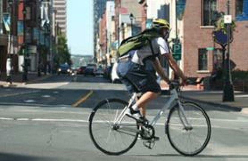 今週のサイクリングのヒント:車線を変更して左折する方法