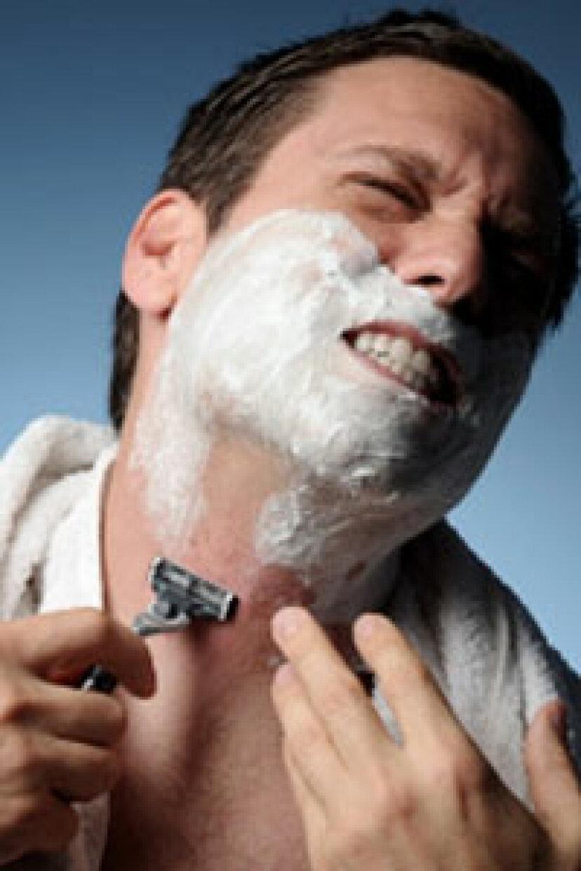 毎日顔を剃るのはダメージですか?